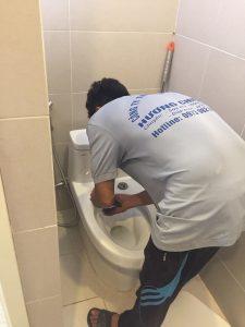 xử lý Nhà vệ sinh bị hôi
